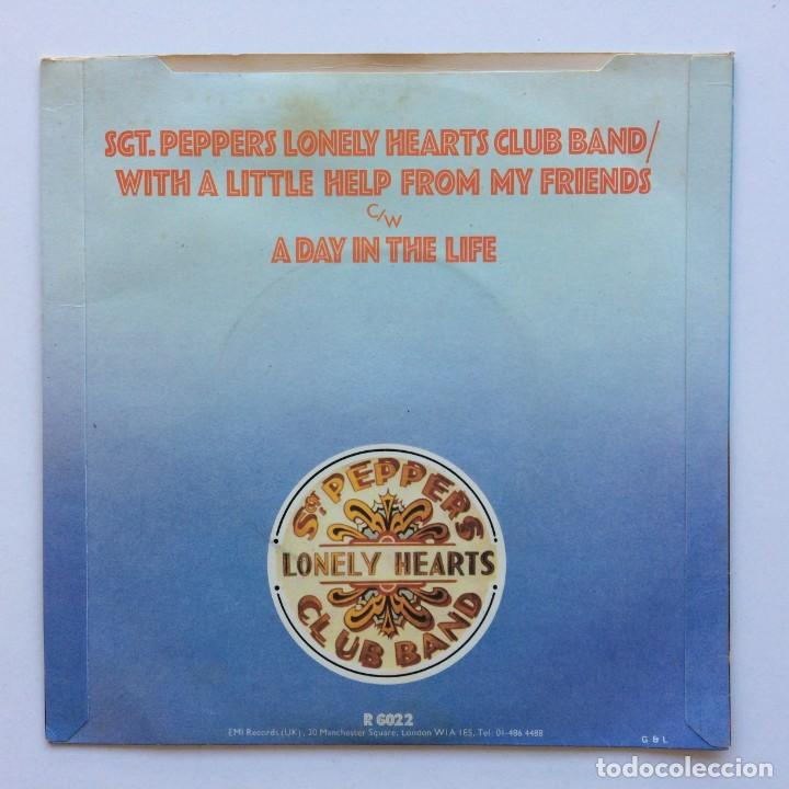 Discos de vinilo: The Beatles – Sgt. Peppers Lonely Hearts Club Band EP45 UK 1978 - Foto 2 - 223231652