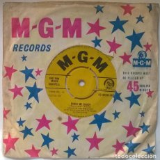 Discos de vinilo: MARVIN RAINWATER. DANCE ME DADDY/ BECAUSE I'M DREAMER. MGM, UK 1958 SINGLE. Lote 223288325