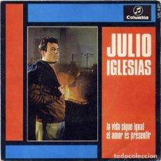 Discos de vinilo: JULIO IGLESIAS – LA VIDA SIGUE IGUAL / EL AMOR ES PRESENTIR. Lote 223399532