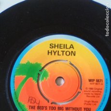 Discos de vinilo: SHEILA HYLTON THE BED'S TOO BIG WITHOUT YOU / GIVE ME YOUR LOVE ( 1980 ISLAND UK ) POLICE STING. Lote 223463331