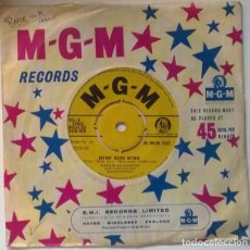 Discos de vinilo: MARVIN RAINWATER. THE VALLEY OF THE MOON/ NOTHIN' NEEDS NOTHIN. MGM, UK 1959 SINGLE. Lote 223644503