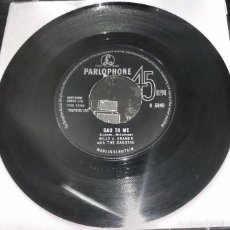 Discos de vinilo: THE BEATLES GAVE AWAY - BILLY J. KRAMER WITH THE DAKOTAS: BAD TO ME / I CALL YOUR NAME (UK). Lote 223767256