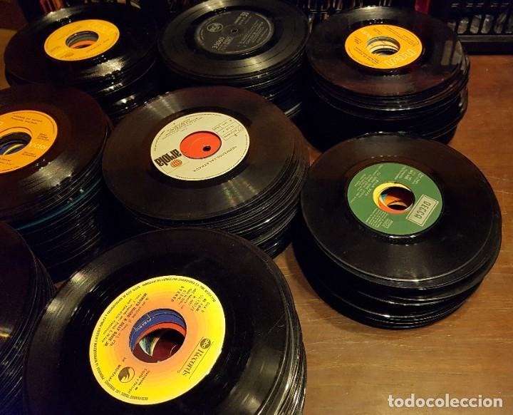 Discos de vinilo: 370 SINGLES SIN FUNDA PROCEDENTES DE MAQUINAS DE DISCOS - TODOS LOS ESTILOS MUSICALES - Foto 2 - 223894203
