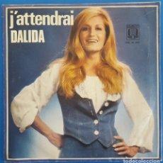 Discos de vinilo: SINGLE / DALIDA / J'ATTENDRAI - L'AMOUR A LA UNE / OMEGA INTERNATIONAL OM 36.356 / 1976 HOLANDA. Lote 224380636