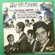 Disques de vinyle: LOS MUSTANG (EP 1967) LA AYUDA DE LA AMISTAD - SARGENTO PEPPERS (BEATLES) LOS DOS TAN FELICES. Lote 224409765