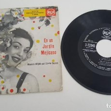 Discos de vinilo: CHUCHO ZARZOSA Y ORQUESTA RCA DE LA CIUDAD DE MÉJICO SINGLE EN UN JARDIN MEJICANO CUATRO TEMAS. Lote 224573468