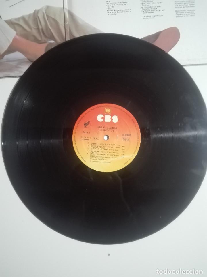 """Discos de vinilo: VINILO 12"""" LP JULIO IGLESIAS MOMENTOS - 1982 - 280g - Foto 3 - 226151015"""