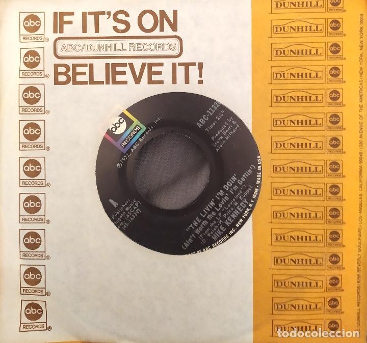MIKE KENNEDY - THE LIVING I'M DOIN (AIN'T WORTH THE LOVIN' I'M GETTIN). SINGLE EDICIÓN USA (Música - Discos - Singles Vinilo - Solistas Españoles de los 70 a la actualidad)