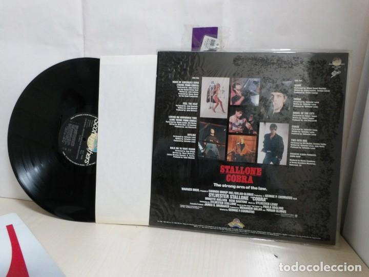 Discos de vinilo: STALLONE COBRA-THE STRONG ARM OF THE LAW----WIT MUSIC.BY- MADRID- EPIC-1985 -CBS- - Foto 2 - 227965135
