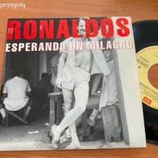 Discos de vinilo: LOS RONALDOS (ESPERANDO UN MILAGRO) SINGLE ESPAÑA 1993 (EPI20). Lote 228208585