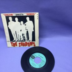Discos de vinilo: SINGLE THE SHADOWS -- SHAZAM --DAKOTA -- SHINDIG -- FRANCE --. Lote 228318430