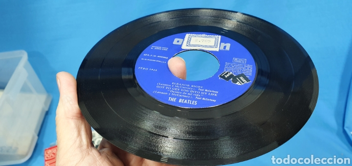 Discos de vinilo: DISCO DE VINILO - THE BEATLES - ELEANOR RIGBY / GOT TO GET YOU INTO MI LIFE - 1966 - Foto 5 - 228435225