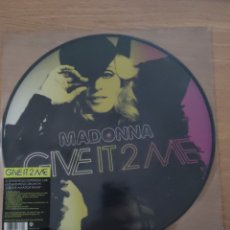 "Discos de vinilo: MADONNA 12"" GIVE IT 2 ME (PICTURE DISC). Lote 228456620"