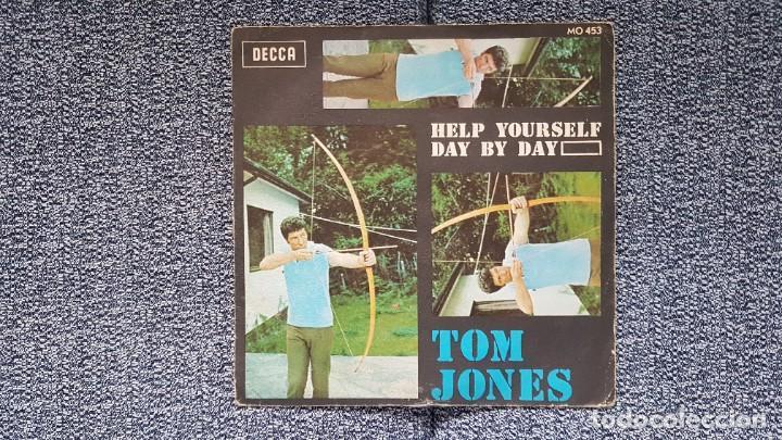 TOM JONES - HELP YOURSELF / DAY BY DAY. AÑO 1.968. EDITADO POR DECCA (Música - Discos - Singles Vinilo - Pop - Rock Internacional de los 50 y 60)