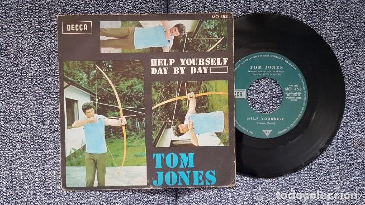 Discos de vinilo: Tom Jones - Help yourself / Day by day. Año 1.968. Editado por DECCA - Foto 2 - 228643190
