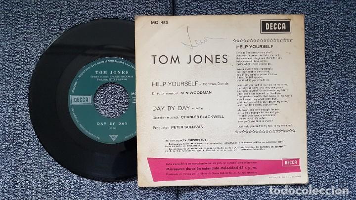 Discos de vinilo: Tom Jones - Help yourself / Day by day. Año 1.968. Editado por DECCA - Foto 3 - 228643190