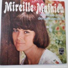 Discos de vinilo: MIREILLE MATHIEU- EMMENE MOI - FRANCE SINGLE 1973- VINILO COMO NUEVO.. Lote 228697420