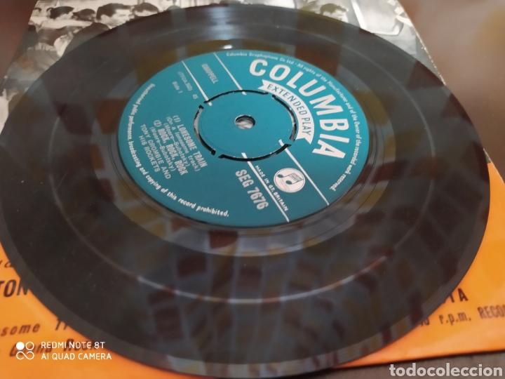 Discos de vinilo: Tony Crombie And His Rockets -Hits From The Film Rock, Rock, Rock. Ep original 1957 - Buen estado - Foto 4 - 230960155