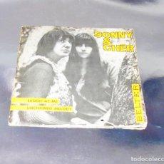 Discos de vinilo: SONNY & CHER ---LAUGH AT ME / UNCHAINED MELODY ---ORIGINAL AÑO 1965 --( NM OR M- ). Lote 231186425