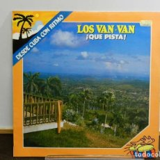 Discos de vinilo: DISCO VINILO LP. LOS VAN VAN – ¡QUE PISTA!. 33 RPM. Lote 231842025