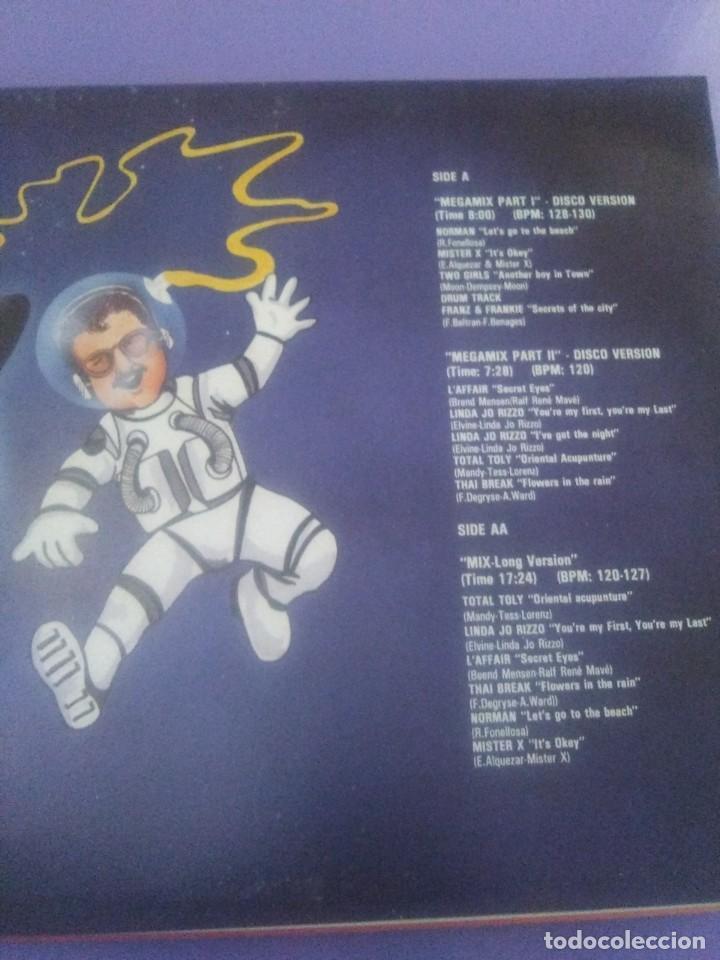 Discos de vinilo: LP.DISC JOCKEY MIX.LET S GO TO THE MIX.1986. EL 1er MEGAMIX EN COLOR - JAVIER USSIA/MIKE PLATINAS. - Foto 5 - 232027605