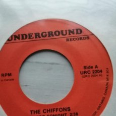 Discos de vinil: THE CHIFFONS – JUST FOR TONIGHT / I HAVE A BOYFRIEND SINGLE CANADA GIRL GROUP NM. Lote 232804370