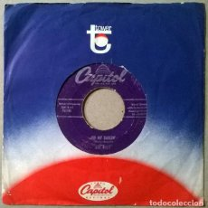 Discos de vinilo: THE CUES. BURN THAT CANDLE/ OH MY DARLIN. CAPITOL, USA 1955 SINGLE. Lote 232934715