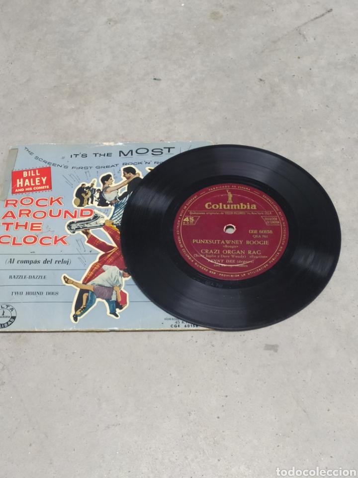 Discos de vinilo: BILL HALEY AND HIS COMETS. ROCK AROUND THE CLOCK. EP SPAIN. RARO CUBIERTA AZUL. LENNY DEE (ÓRGANO) - Foto 3 - 233157630