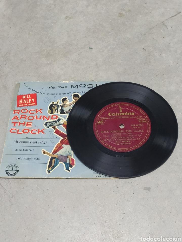 Discos de vinilo: BILL HALEY AND HIS COMETS. ROCK AROUND THE CLOCK. EP SPAIN. RARO CUBIERTA AZUL. LENNY DEE (ÓRGANO) - Foto 4 - 233157630