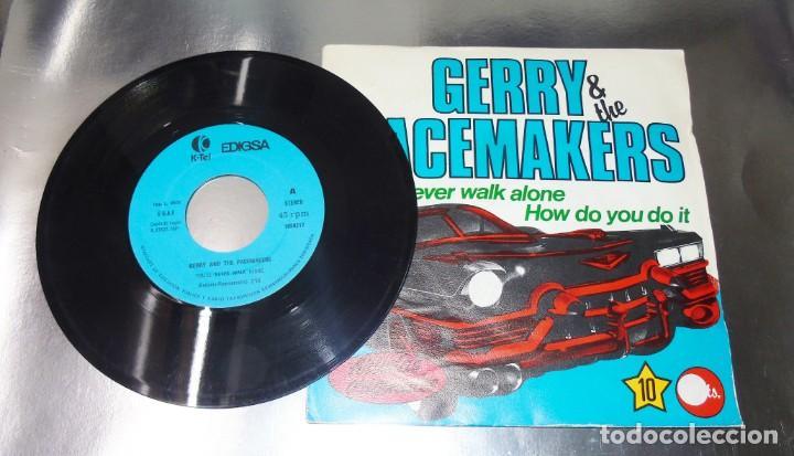 GERRY & THE PACEMAKERS --YOULL NEVER WALK ALONE ---- HOW DO YOU DO IT---VINILO Y FUNDA ( NM OR M- ) (Música - Discos - Singles Vinilo - Pop - Rock Internacional de los 50 y 60)