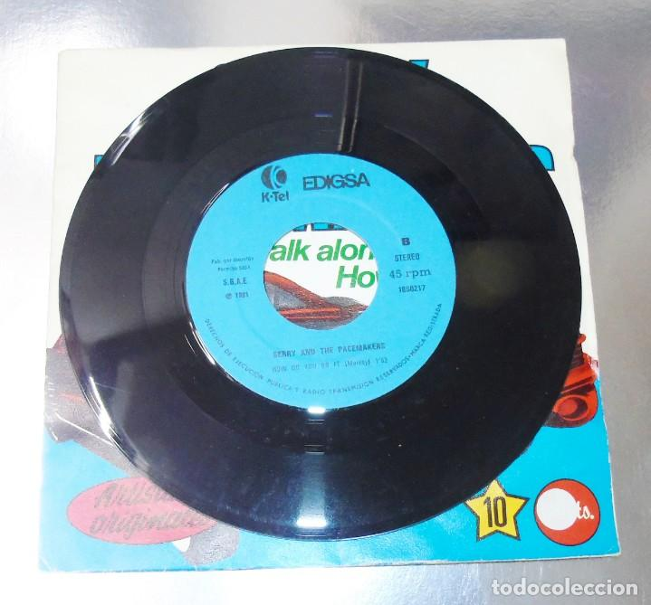 Discos de vinilo: GERRY & THE PACEMAKERS --YOULL NEVER WALK ALONE ---- HOW DO YOU DO IT---VINILO y FUNDA ( NM or M- ) - Foto 3 - 176999557
