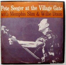 Discos de vinilo: PETE SEEGER, MEMPHIS SLIM, WILLIE DIXON - AT THE VILLAGE GATE- LP EDIGSA / FOLKWAYS RECORDS 1972 BPY. Lote 233388600