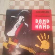Discos de vinilo: BOB DYLAN WITH THE HEARTBREAKERS.BAND OF THE HAND.SINGLE.MCA 52811.ESPAÑA 1986.. Lote 233929525