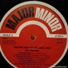 Discos de vinilo: SIN PORTADA SOLO DISCO - THE DUBLINERS - MORE OF THE HARD STUFF - ANOTHER DROP OF HARD STUFF - 1967. Lote 234428820