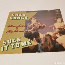 Discos de vinilo: SINGLE DE ALMODOVAR Y MACNAMARA GRAN GANGA- SUCK IT TO ME. BSO LABERINTO DE PASIONES. Lote 234674280