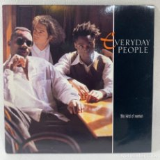 Discos de vinilo: SINGLE EVERYDAY PEOPLE - THIS KIND OF WOMAN - UK - AÑO 1990. Lote 234898155
