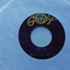 Discos de vinilo: MARTHA & THE VANDELLAS* – WILD ONE SINGLE 1964 USA VG. Lote 235075265