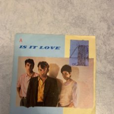 Discos de vinilo: GANG OF 4 A IS IT LOVE. Lote 235151895