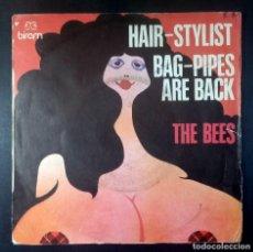 Discos de vinilo: THE BEES - HAIR-STYLIST / BAG-PIPES ARE BACK - SINGLE FRANCES - BIRAM. Lote 235166395
