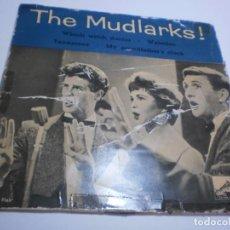 Discos de vinilo: SINGLE THE MUDLARKS. WHITCH WHITCH DOCTOR. WATERLOO. TENNESSEE. MY GRANDFATHER'S EMI 1960 (PROBADO). Lote 235299645