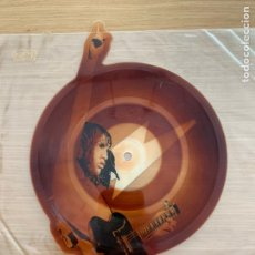 """Discos de vinilo: AC/DC SHAKE YOUR FOUNDATIONS ANGUS 7"""" SHAPED VINYL PICTURE DISC PRESSING A9474P. Lote 235524950"""