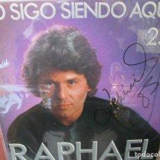 Discos de vinilo: RAPHAEL YO SIGO SIENDO AQUEL FIRMADO + HOJA DE PRENSA. Lote 236223835
