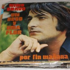 Discos de vinilo: SINGLE NINO BRAVO - UN BESO Y UNA FLOR. Lote 236449305