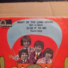 Dischi in vinile: THE TROGGS: NIGHT OF THE LONG GRASS, GIRL IN BLACK,GIVE IT TO ME, YOURE LYING, ED.ESPAÑA EP 1967. Lote 237919750
