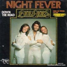 Discos de vinilo: BEE GEES – NIGHT FEVER. Lote 239673635