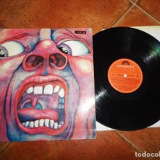 Discos de vinilo: KING CRIMSON IN THE COURT OF THE CRIMSON KING LP VINILO DEL AÑO 1977 ESPAÑA GATEFOLD ROCK PROGRESIVO. Lote 240056405