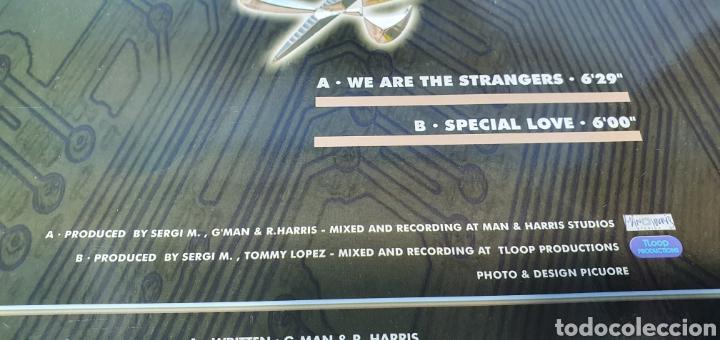 Discos de vinilo: DISCO DE VINILO - SERGI M - WE ARE THE STRANGERS - Foto 4 - 240602540