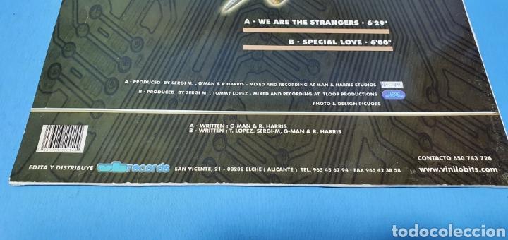 Discos de vinilo: DISCO DE VINILO - SERGI M - WE ARE THE STRANGERS - Foto 5 - 240602540