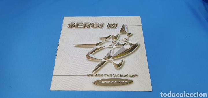 DISCO DE VINILO - SERGI M - WE ARE THE STRANGERS (Música - Discos de Vinilo - Maxi Singles - Pop - Rock Internacional de los 90 a la actualidad)