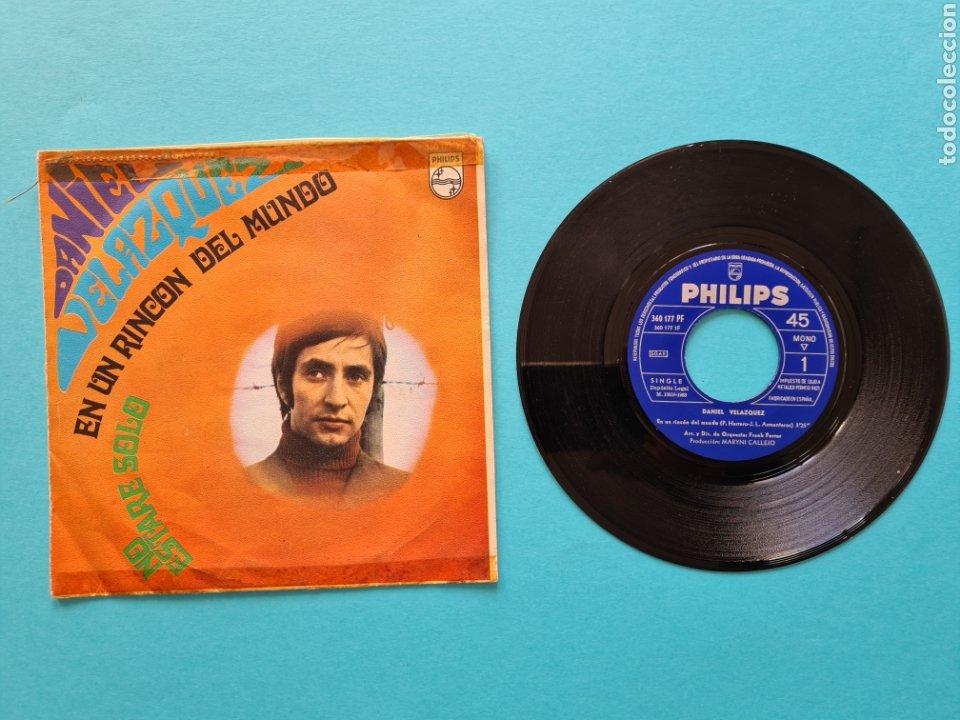 DISCO VINILO - DANIEL VELAZQUEZ - EN UN RINCON DEL MUNDO / NO ESTARE SOLO - SINGLE 1968 (Música - Discos - Singles Vinilo - Solistas Españoles de los 50 y 60)